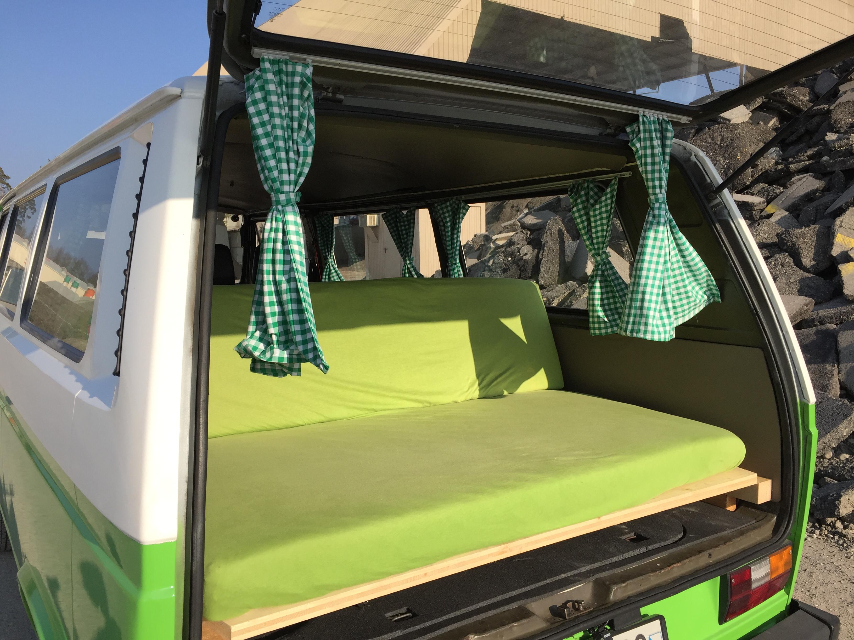 Der grüne Bus von hinten
