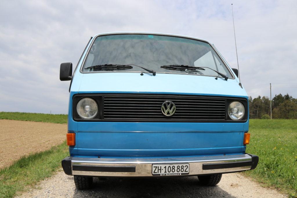 Der blaue Bus von vorne